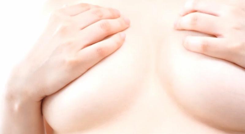 ロリ妹巨乳かいの佐藤江梨子と泉ひかりこと石田ふみちゃんのイメージビデオ、といってもかなり責めている、マンスジが見えそうな水着を着て、白の水着はマンコが透けている?とにかく可愛らしくて、顔も体も最高級のロリ巨乳界の最高峰。今回は前編として、後半もあります。このおっぱいにチンコを挟むとこを想像すれば、一日で射精3回は可能、最近起たない、ED気味という方には是非見て欲しい作品。フル勃起確定のエロボディ19歳を余すことなく味わえ!